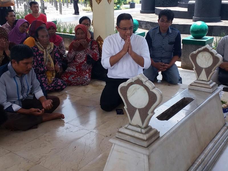 Anies Ziarah Ke Makam Panglima Jendral Soedirman