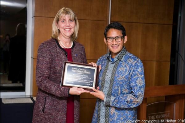 Sandiaga Uno Raih Penghargaan dari George Washington University