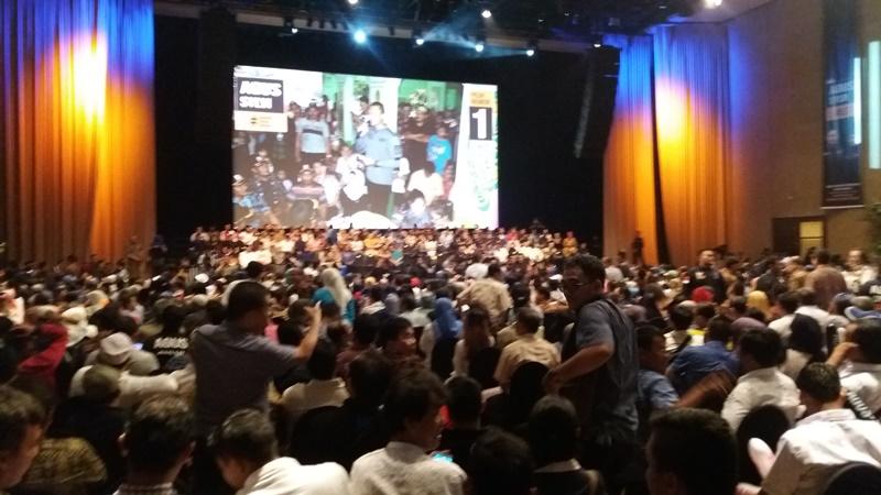 Bacakan Pidato Politik Perdana, Para Pendukung Tunggu Kehadiran Agus Yudhoyono