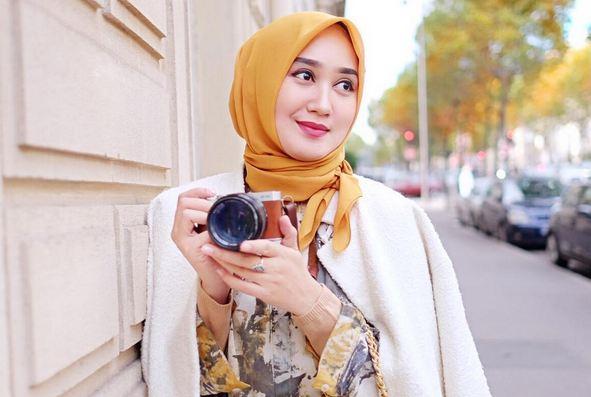 Tutorial Gaya Hijab Segi Empat Modis Ala Dian Pelangi Okezone Lifestyle
