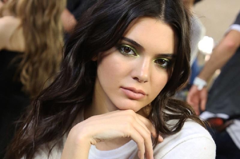 dengan bayaran termahal, Kendall Jenner adalah top supermodel nomor 1 di dunia.
