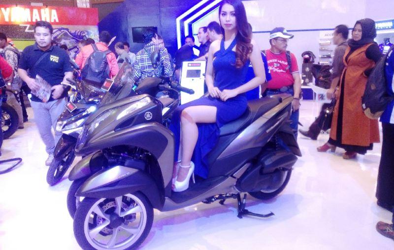 https: img.okezone.com content 2016 11 03 15 1531631 motor-roda-3-yamaha-tricity-155-teman-baru-piaggio-mp3-di-indonesia-ZV2C0psV7X.jpg