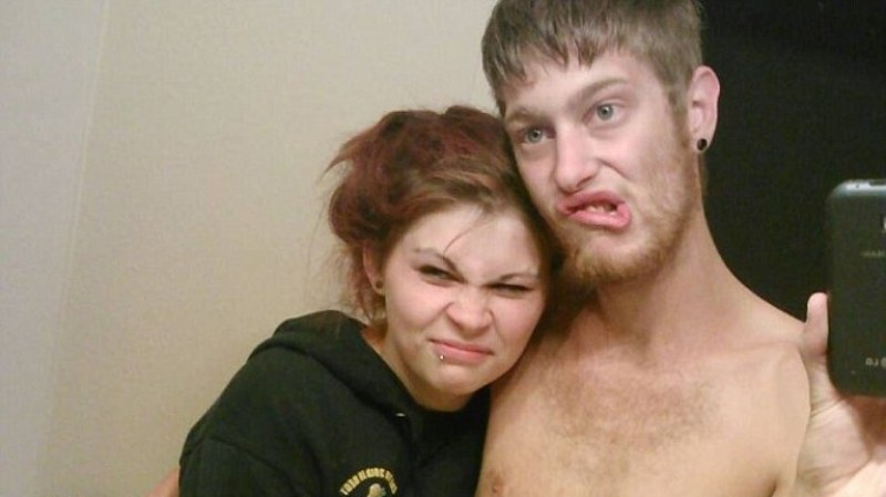 Ashlee Hutt dan Leeroy McIver menyuntikkan narkoba kepada ketiga anaknya (Foto: Daily Mail)