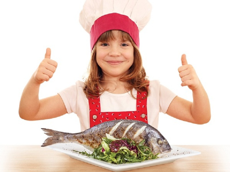 https: img.okezone.com content 2016 11 03 481 1531917 makan-ikan-kurangi-risiko-alergi-pada-anak-lho-SIIn1uYDN7.jpg