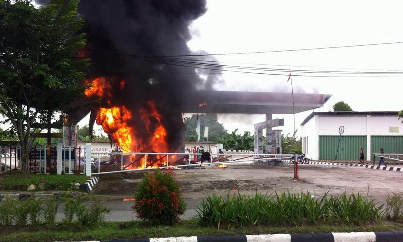 Kebakaran SPBU di Kaltim, Sumber Api dari Minibus Pembawa ...