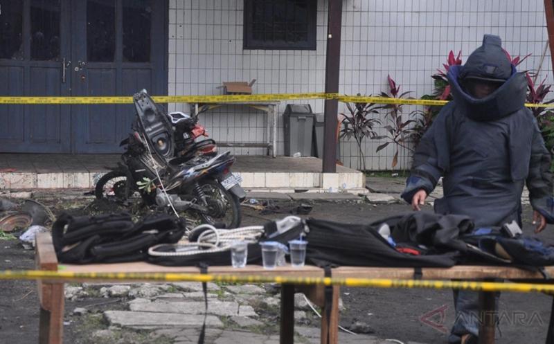 https: img.okezone.com content 2016 11 14 340 1541381 habib-imbau-jangan-kaitkan-bom-samarinda-dengan-islam-MtZysEcb5O.jpg
