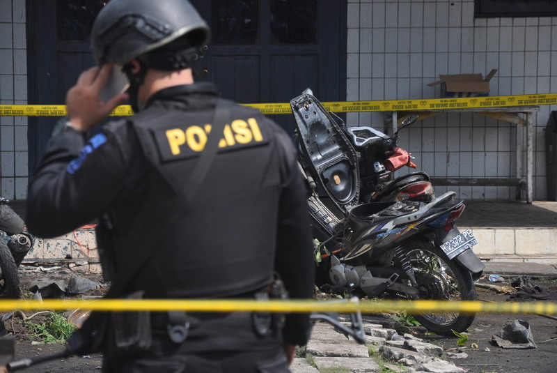https: img.okezone.com content 2016 11 17 340 1543765 polisi-sebut-keluarga-pelaku-bom-samarinda-sudah-pasrah-iEeQSDvHik.jpg