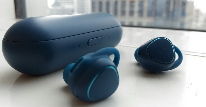Tanding Samsung Galaxy Gear IconX versus Apple AirPods