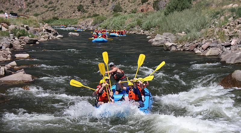 https: img.okezone.com content 2016 11 21 406 1547460 wisata-unik-arungi-sungai-tanpa-perahu-di-purbalingga-dQ82fKJfKs.jpg