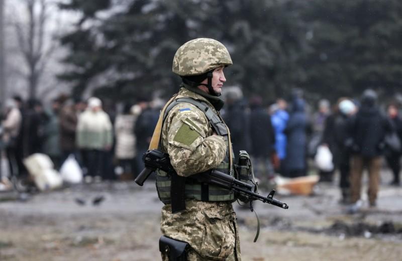 https: img.okezone.com content 2016 11 22 18 1547919 ukraina-tahan-dua-tentara-rusia-di-perbatasan-krimea-8Zcg7wC0LH.jpg