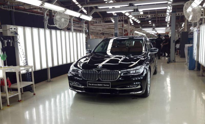 BMW Seri 7 dirakit di pabrik Sunter (Foto: Pius/Okezone)