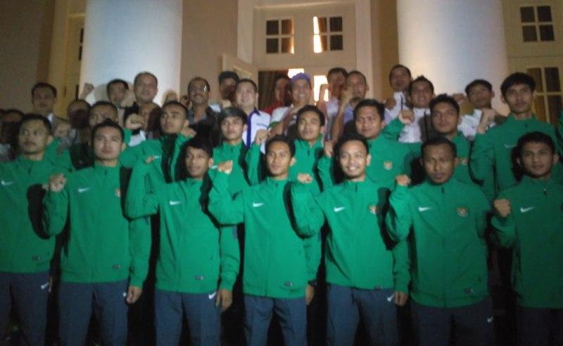 https: img.okezone.com content 2016 11 30 51 1555162 victor-hermans-ditunjuk-latih-timnas-futsal-indonesia-rR4dHwvuxL.jpg