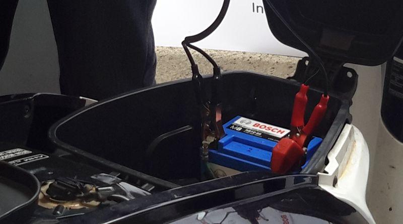 Jika mesin motor jarang dinyalakan, maka akinya juga bisa tekor karena terkait dengan charge dan discharge aki (Mali/Okezone)