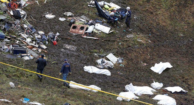 Puing-puing pesawat yang jatuh di Kolombia dan menewaskan 71 orang, termasuk tim sepakbola Chapecoense Real, Brasil. (Foto: Reuters)
