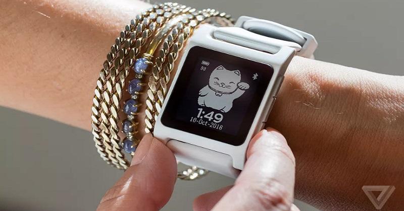 Fitbit Pinang Produsen Smartwatch Pebble