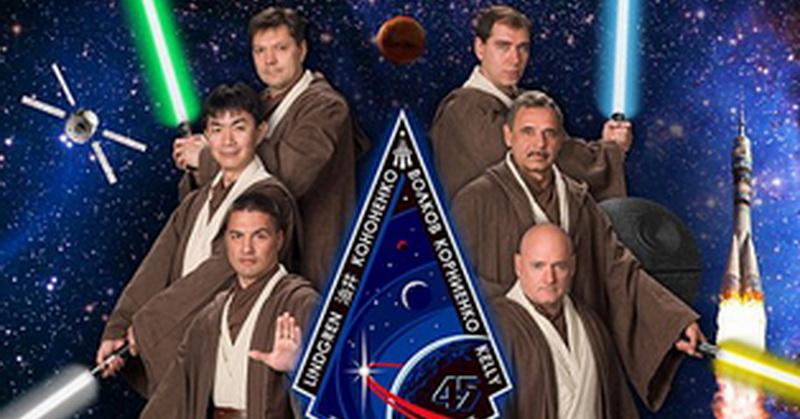 Astronot NASA Bergaya ala Poster Star Wars