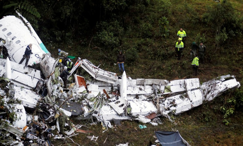 Sebanyak 71 orang tewas dalam insiden pesawat jatuh di Kolombia (Foto: Fredy Builes/Reuters)