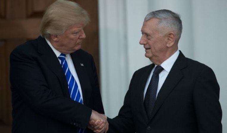 Presiden Terpilih AS Donald Trump dan James Mattis. (Foto: Getty Images)