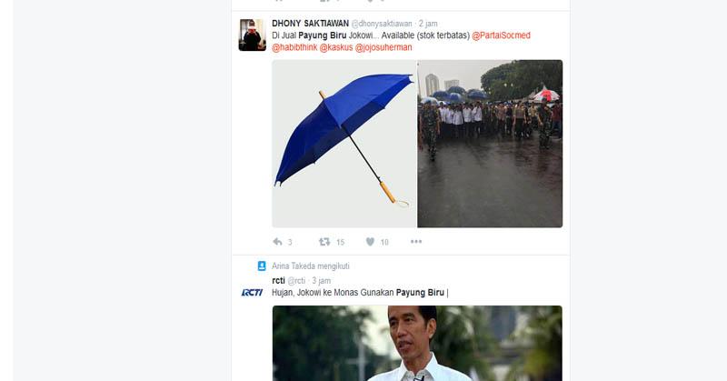 Payung Biru Jokowi Jadi Pembicaraan Netizen