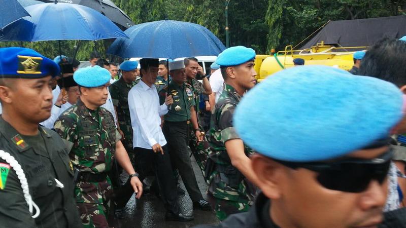 Presiden Joko Widodo didampingi Panglima TNI Jenderal Gatot saat menuju ke Monas, Jakarta (Bayu/Okezone)