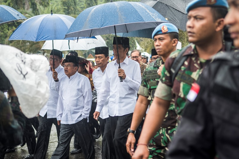 Menkopolhukam Wiranto bersama Presiden Joko Widodo dan  Wakil Presiden Jusuf Kalla. Foto Antara