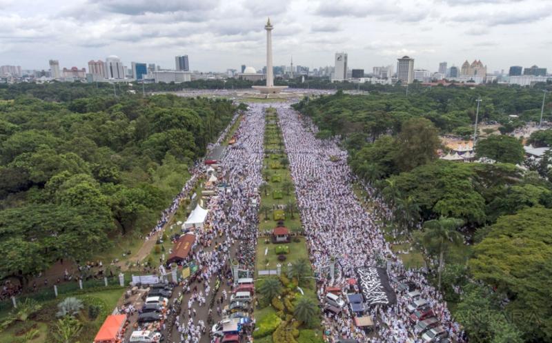Foto udara aksi super-damai 212 di Lapangan Monas. Foto Sigid Kurniawan/Antara