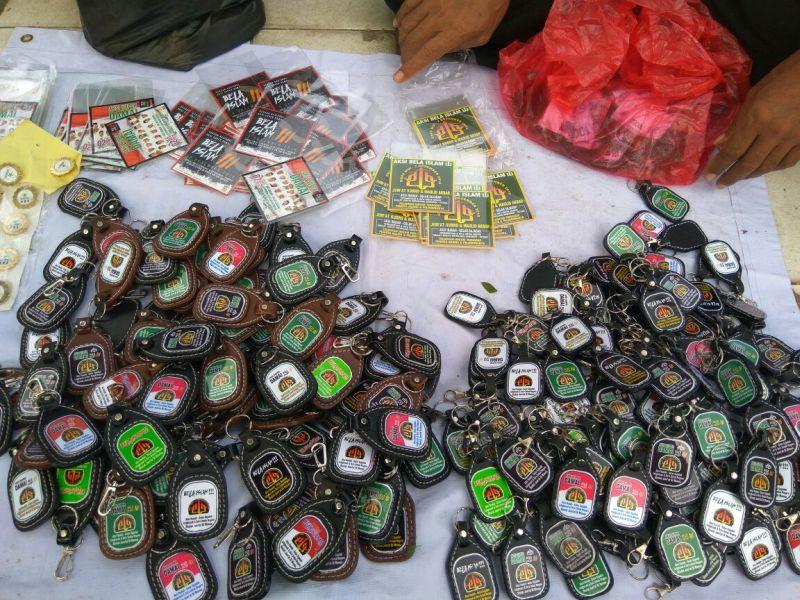Pedagang aksesori gantungan kunci (Foto: Okezone)