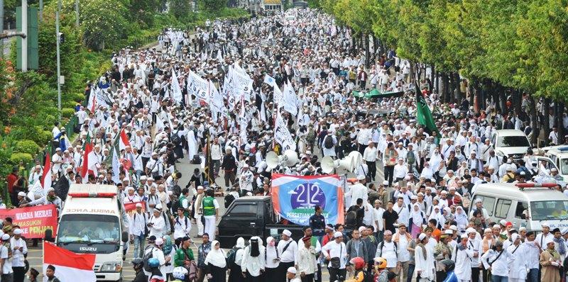 Massa aksi 212 memadati Jalan MH Thamrin, Jakarta (Nugroho/Antara)