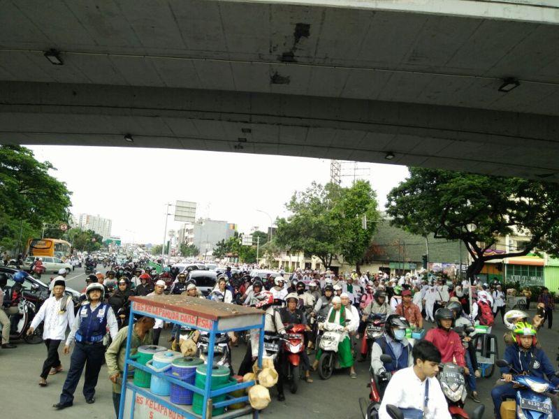 Massa aksi 212 di Tanah Abang, Jakarta (Salsa/Okezone)