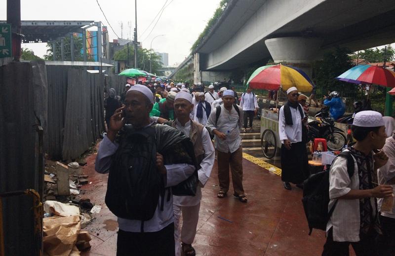 Massa kembali padati Stasiun Tanah Abang (Foto: Menda/Okezone)