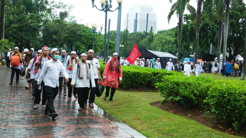 Massa yang pulang dari Aksi Damai 212 (Foto: Bayu/Okezone)