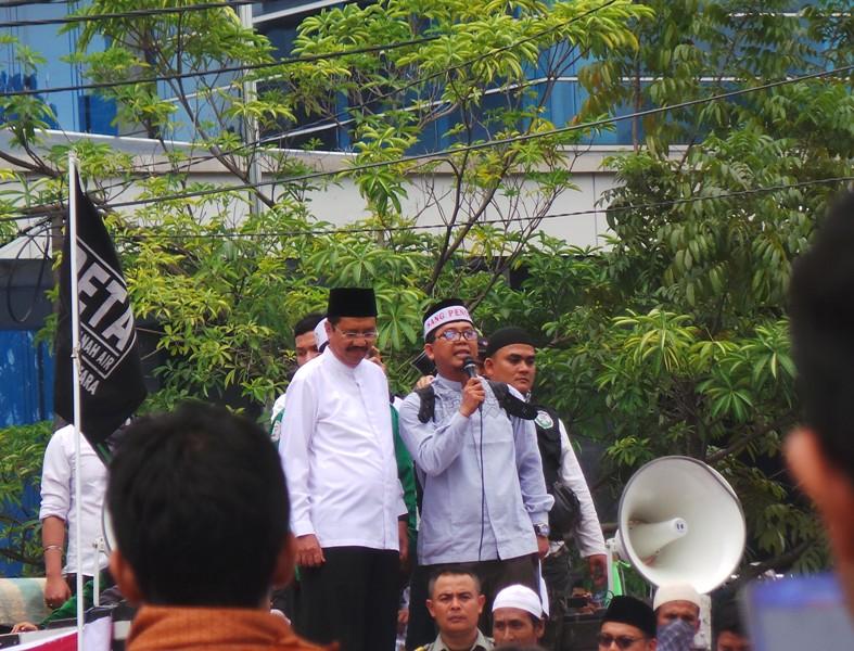 Aksi 212 di depan Kantor Gubernur Sumut (Wahyudi/Okezone)