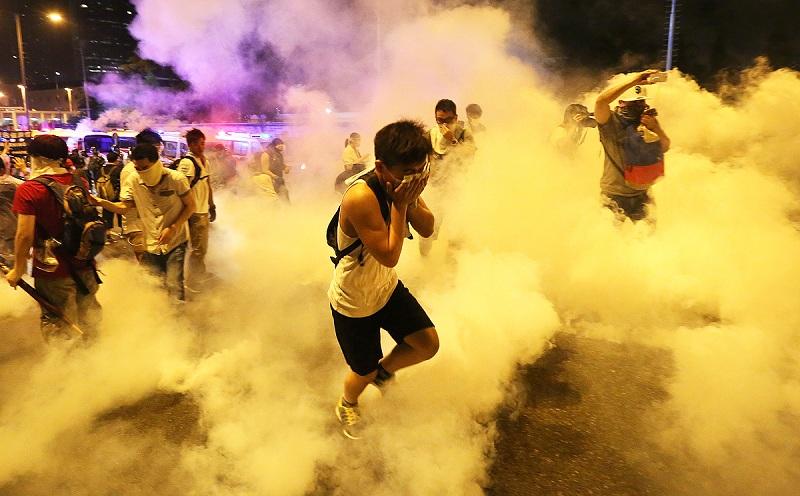 Namun efek yang lebih parah bisa terjadi jika seseorang yang terpapar gas air mata tidak segera menanganinya.
