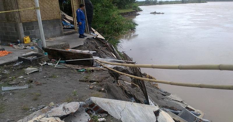 Kondisi mako Polair yang terancam terjangan Sungai Opak (KRjogja)