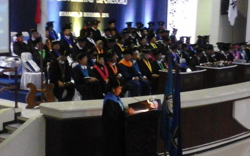 Resmi Raih Gelar Doktor Hanaris Causa dari Undip, Menteri Susi Nangis