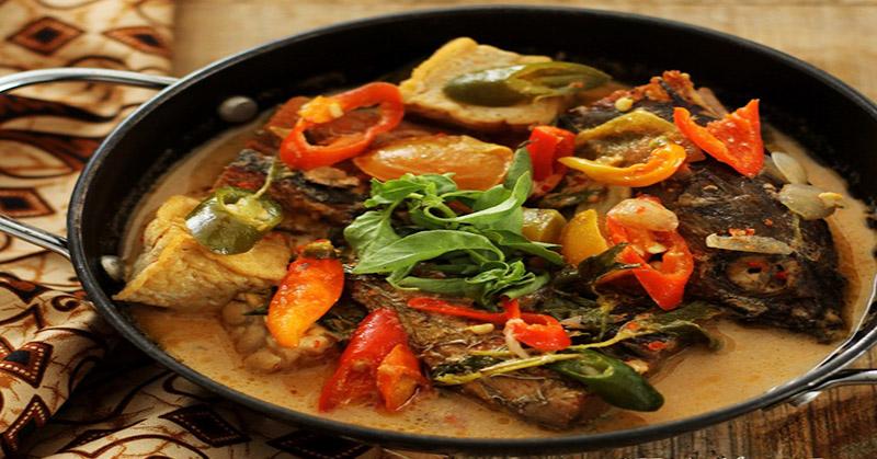 Maknyus Makan Malam Dengan Makanan Berkuah Santan Pedas Ini 6