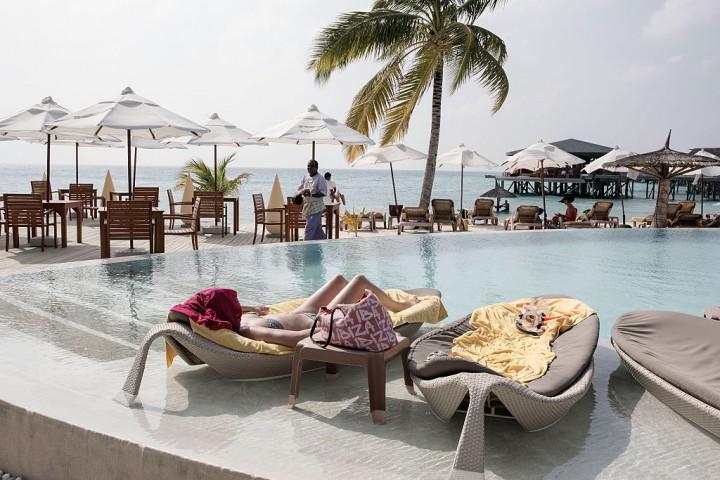 https: img.okezone.com content 2016 12 13 406 1565212 punya-rencana-liburan-ke-maldives-jangan-lewatkan-penginapan-ini-yx7Ene9VAY.jpg
