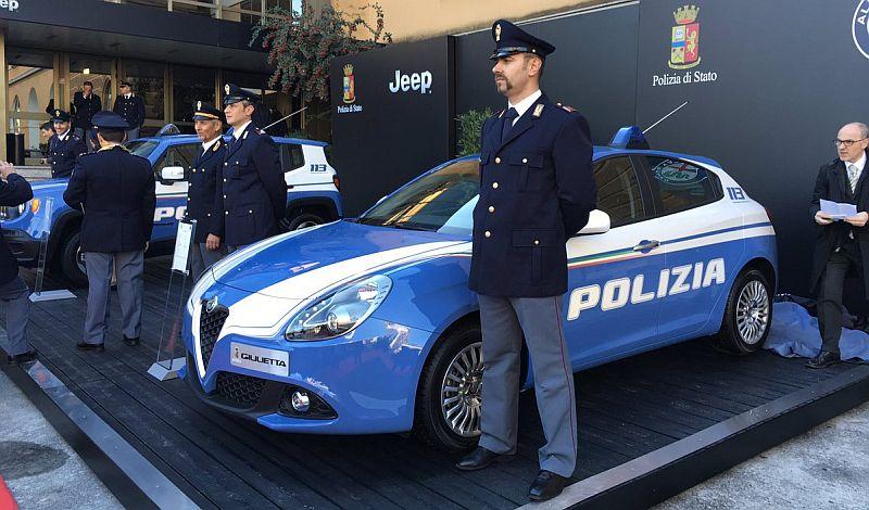 https: img.okezone.com content 2016 12 14 15 1566397 polisi-italia-tambah-3-mobil-mewah-untuk-patroli-1oTp01nloO.jpg