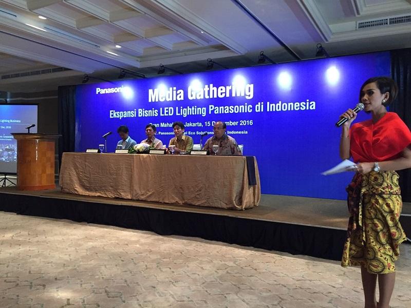 img-k.okeinfo.net content 2016 12 20 542 1571143 panasonic & Panasonic Kian Gencar Berekspansi di Pasar LED Lighting Indonesia ... azcodes.com