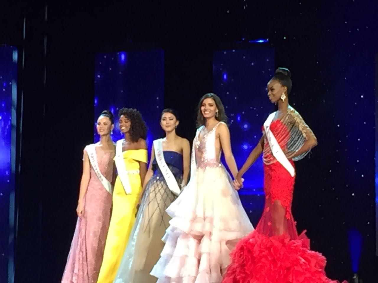 https: img.okezone.com content 2016 12 24 194 1574862 top-fashion-2-jawaban-ini-hantarkan-natasha-mannuela-raih-predikat-juara-3-miss-world-2016-AwIQ8VlOYw.jpg