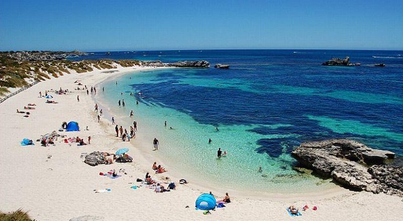 Pantai di Pulau Rottnest, Barat Australia. (Foto: Getty Images)