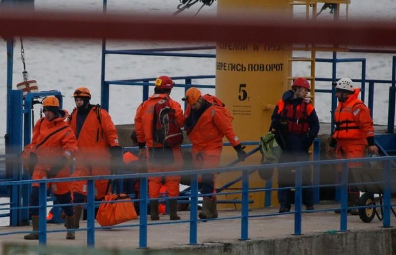 Regu penyelamat dari Kementerian Tanggap Darurat Rusia. (Foto: Reuters)