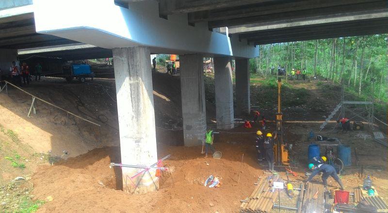 https: img.okezone.com content 2017 01 01 525 1580834 perbaikan-jembatan-cisomang-arus-lalin-dialihkan-hingga-maret-2017-11dLHDvkbk.jpg