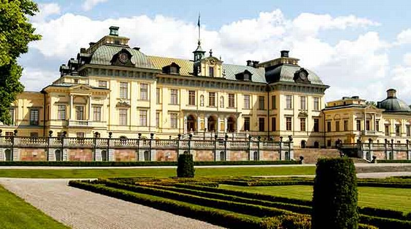 Inilah Istana Drottingholm yang diklaim Ratu Silvia berhantu (Foto: Stockholmpass.com)