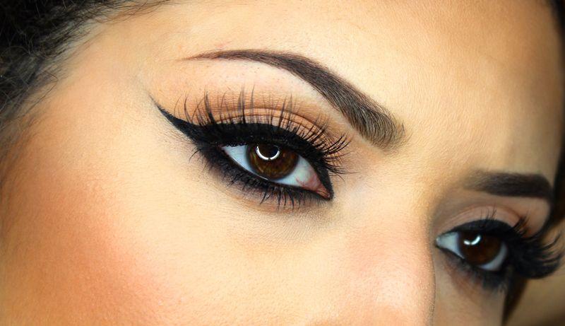 https: img.okezone.com content 2017 01 04 194 1582957 beauty-update-membuat-winged-eyeliner-lebih-mudah-dengan-stamp-liner-tnXRsiFTto.jpg
