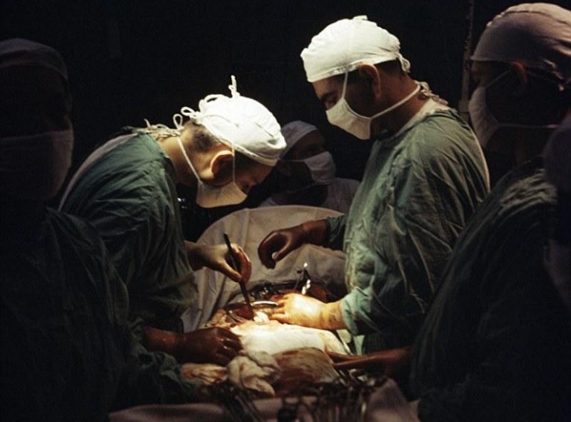 Proses operasi pemotongan apendiks gadis 16 tahun di Jepang. (Foto: Getty Images)