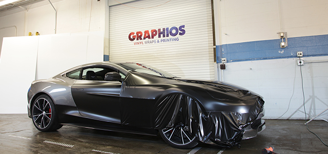 Merawat tampilan mobil yang telah dilapis stiker berbeda dengan mobil standar (Graphios)