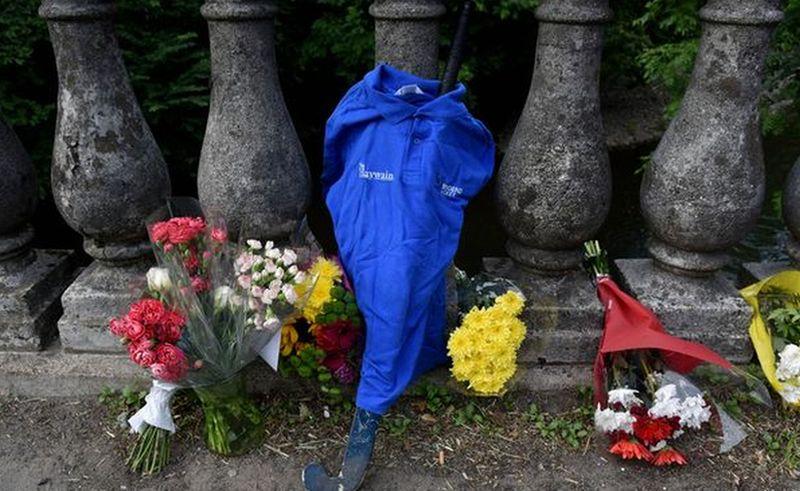 Seragam serta Tongkat Hoki yang Dikenakan Rhys Semasa Hidup. (Foto: Mirror)