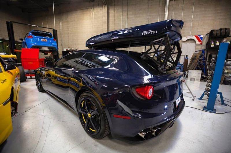 Tampil Beda, Atap Mobil Ferrari Ini Dipasangi Ski Box