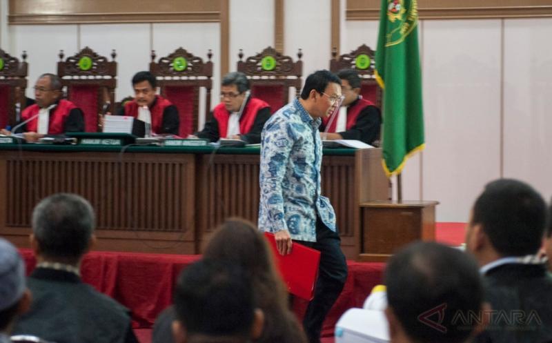 Terdakwa kasus dugaan penistaan agama, Basuki Tjahaja Purnama alias Ahok saat menjalani sidang di Audotorium Kementan. Foto Hendra A/Antara